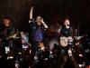 Coldplay Londra konserinde sahnede Ed Sheeran 'ı ağırladı.