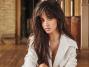 Camila Cabello şarkılarını, akustik versiyonda söyledi.