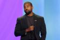 Kanye West Sağ kolunu belirledi.
