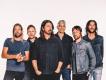 Foo Fighters Kaliforniya'da  aşılanan hayaranları ile buluştu