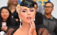 Lady Gaga 100.000 $ 'lık yardım bağışıyla albüm çıkışını kutluyor.