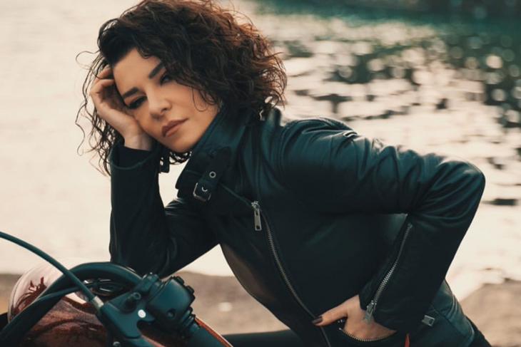 Fatma Turgut'tan Yepyeni Klip: Günleri Bağlarken!