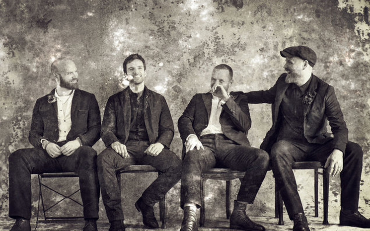 Coldplay yeni şarkısından bir bölüm paylaştı.