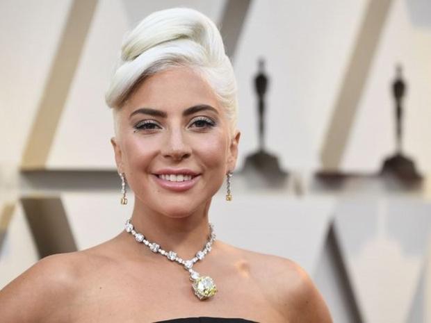 Lady Gaga Talk Show'a başlıyor.