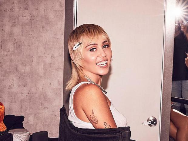 Miley Cyrus ameliyat sonrası iyi hissettiğini açıkladı