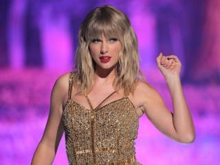 Taylor Swift ilk defa Amerikalı politikacıların şarkılarını kullanmasına izin verdi.