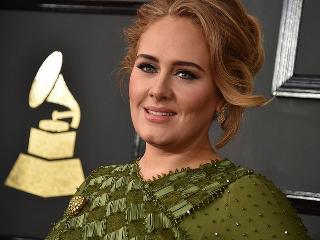 Adele yeni şarkılarına çalışmak için Londra'ya döndü.