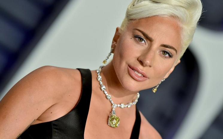 Lady Gaga albüm çıkış tarihini erteledi