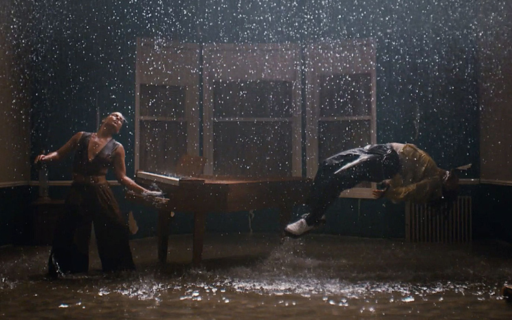 Alicia Keys yeni albümünü sergi ile destekledi.