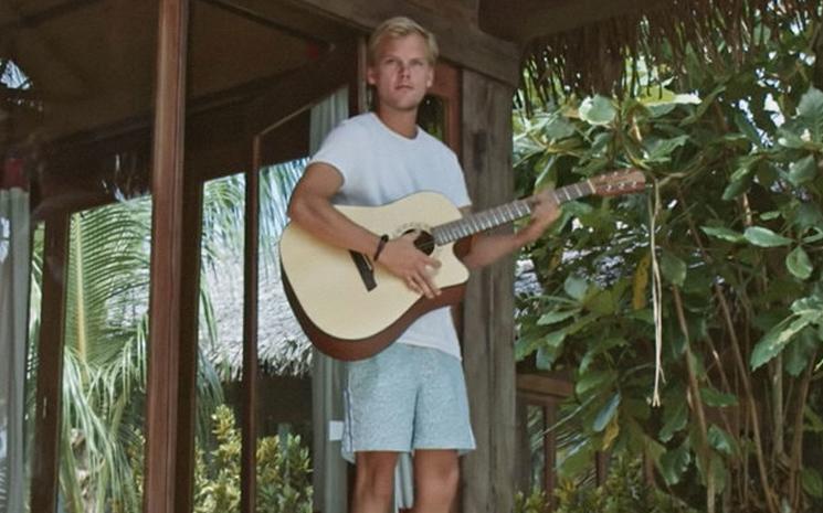 Avicii'nin Heaven isimli şarkısına video geldi.
