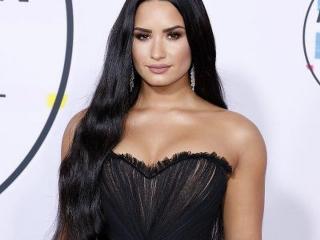 Demi Lovato yas tutuyor.