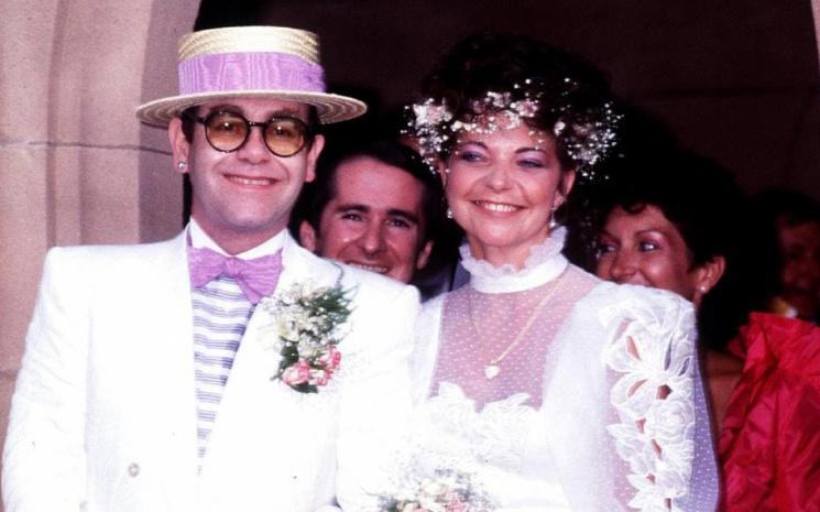 Elton John  ve eski eşi  Renate Blauel sert geçen mahkeme sürecini durdurdular