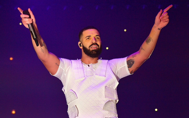 Drake Toronto'yu çiçeklerle donattı.