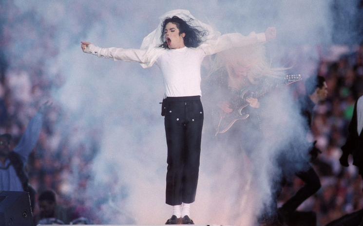 Micheal Jackson'ın çorapları 1 milyon dolardan açık arttırmaya çıkacak.