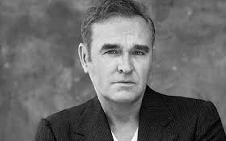 Morrissey solo albümünü yeni bir şarkıyla duyurdu.