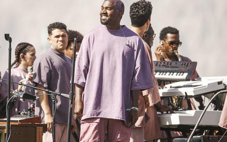 Kanye West ailesiyle Sunday Service programına devam ediyor.