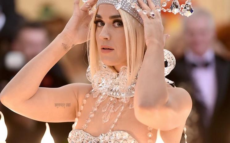 Katy Perry yeni şarkısını paylaştı.