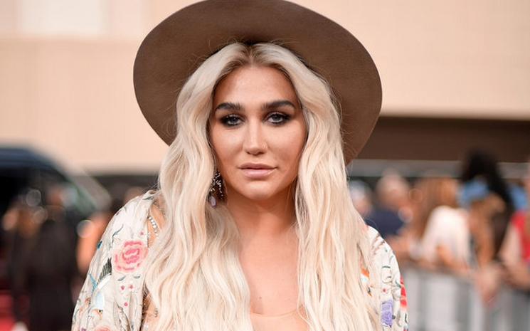 Kesha kendi kozmetik markasını çıkartıyor.