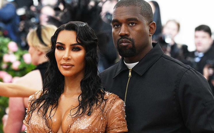 Kim ve Kanye West çifti 4.çocuklarına kavuştu.