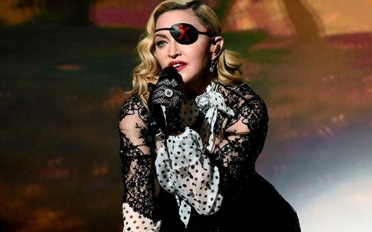 Madonna 3 konserini iptal etti.