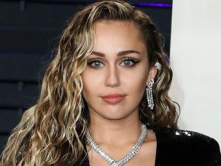 Miley Cyrus merakla beklenen yeni albümünu duyurdu