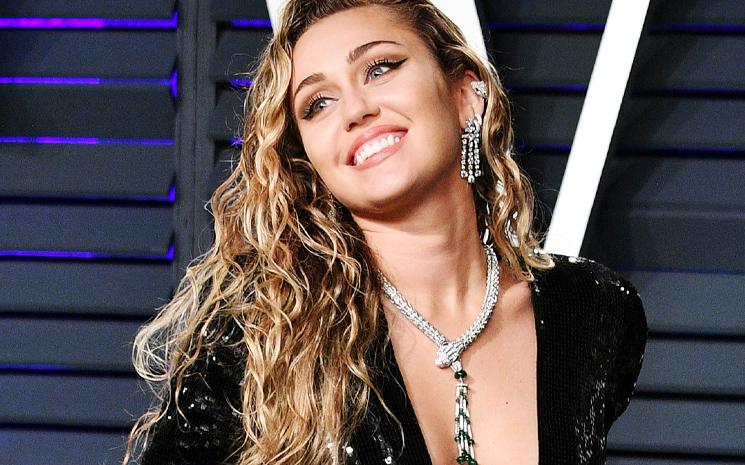 Miley Cyrus yeni albümünün çıkacağını açıkladı.