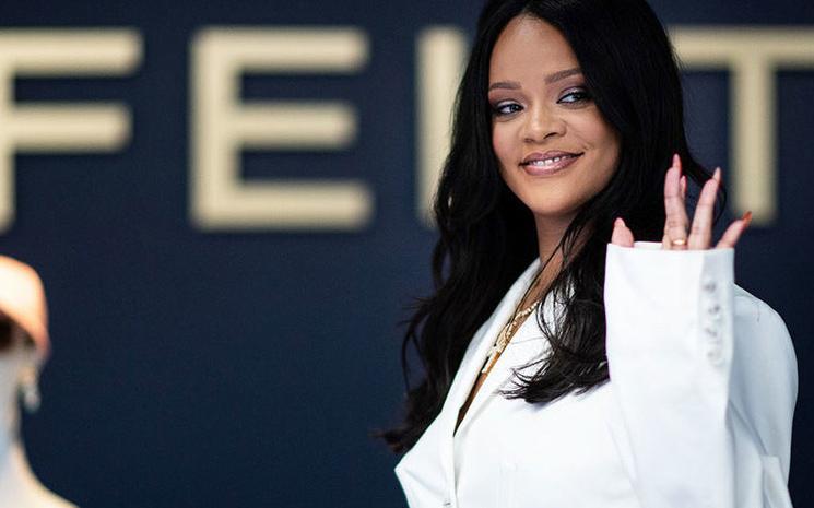 Rihanna markasının ilk pop-up showuna hazırlanıyor.