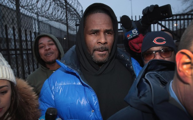 R.Kelly Tutuklandı.