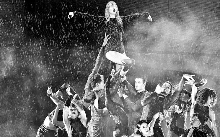 Taylor Swift, turne kapsamı boyunca dünyanın 4 bir yanına da uçtu.