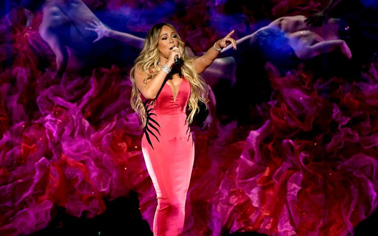 Mariah Carey yuhalandı.