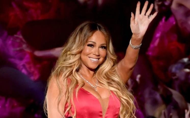 Mariah Carey yepyeni bir albüm çıkaracağını duyurdu.