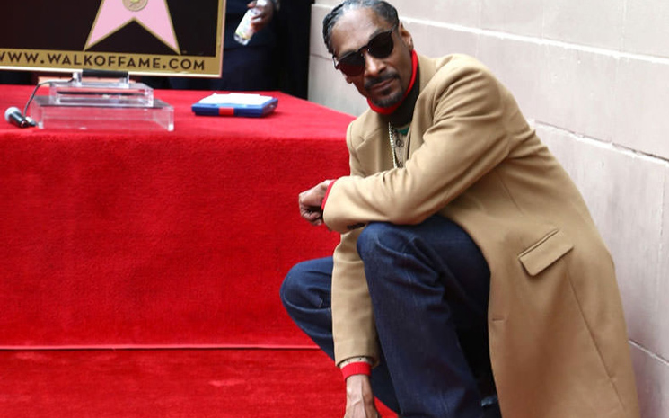 Snoop Dogg Hollywood Bulvarında bir yıldız sahibi oldu.