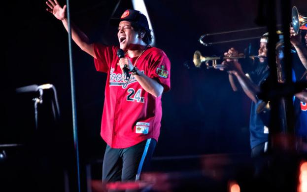 Bruno Mars,Glasgow'daki konserini geçici olarak yarıda kesmek zorunda kaldı.