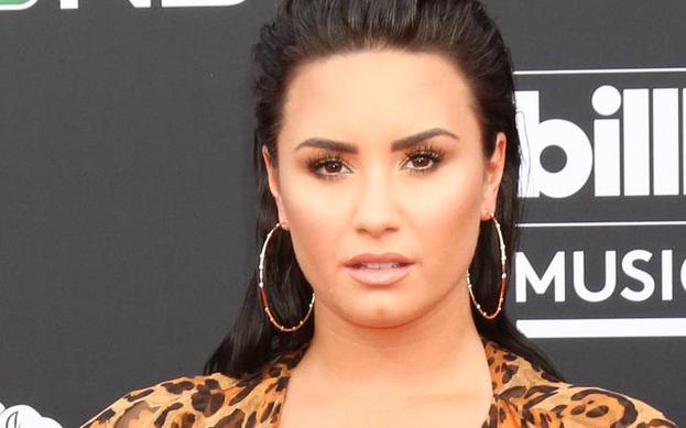 Demi Lovato, İngiltere'de sahneye çıkmasına saatler kala programı iptal etti.