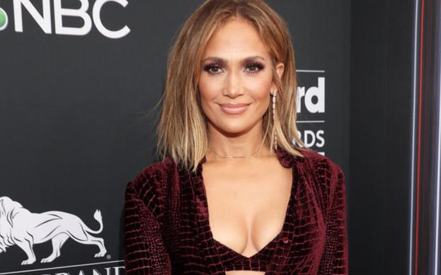 Jennifer Lopez ve Ozuna, 'El Anillo' parçasını yeniden yorumladı.
