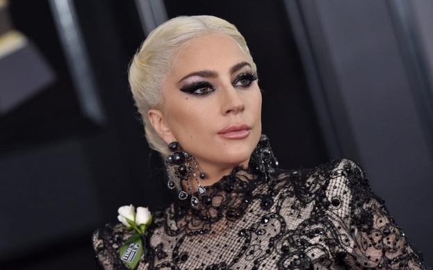 """Lady Gaga'nın annesine \""""Küresel  Fark Yaratanlar Ödülü\"""" verildi."""