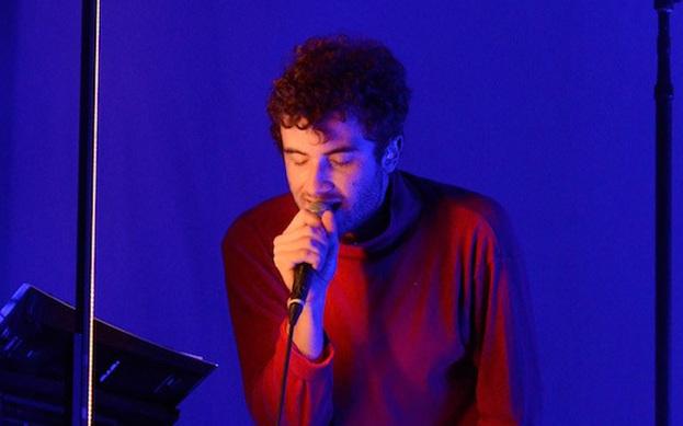 """Nicolas Jaar \""""Coin in Nine Hands\"""" adında yeni bir şarkı paylaştı."""